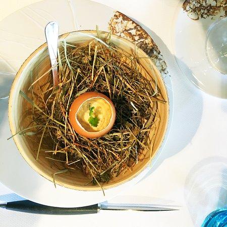 Bourg-Charente, Франция: œuf émulsionné à la truffe (amuse bouche)