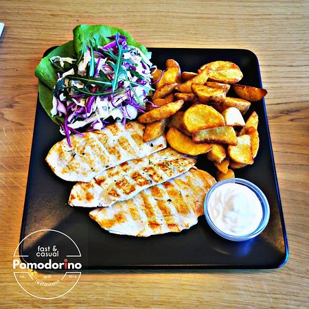 Grilled chicken with aromatic potato wedges
