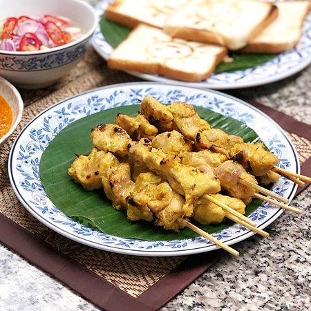 タイにもこんなお料理があった。日本の焼き鳥に近いですね