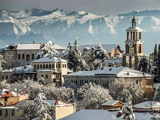 Sighnaghi - City of Love! Etymologically meaning asylum.   The city is located on a high hill and overlooks the expanse of Alazani Valley and the ridges of the Caucasus.   Characterized by diverse landscapes.   Natural Monuments - Iori Managed Nature Reserve and Kilakuara mud volcanoes.   A unique collection of paintings by Niko Pirosmanashvili, the world's greatest self-taught artist, is also stored here.   A city you should definitely visit! ❤