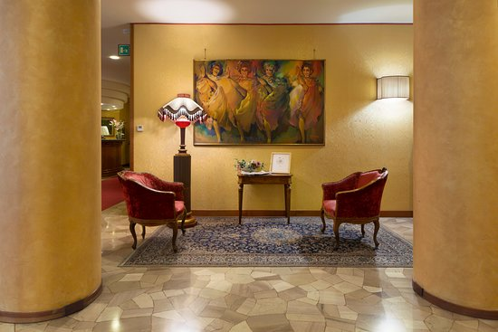 Провинция Терни, Италия: Angolo della lobby di Hotel de Paris a 5 minuti dalla cascata delle Marmore in Umbria.