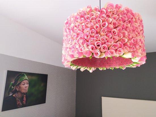 Le Nayrac, Франция: Le lampadaire des roses