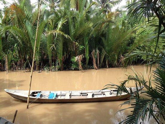 Private Mekong delta - Non touristic 02D - 01N Homestay - Cuchi Tunnels: tradition sampan ride