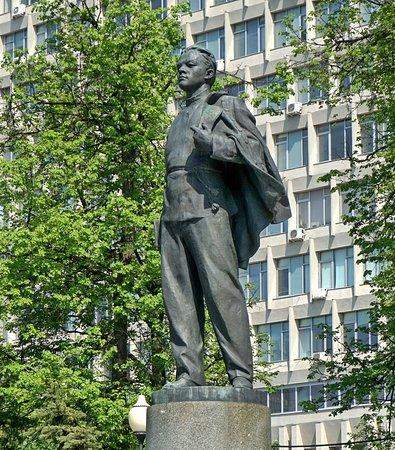 Monument to V. Ulyanov-Lenin