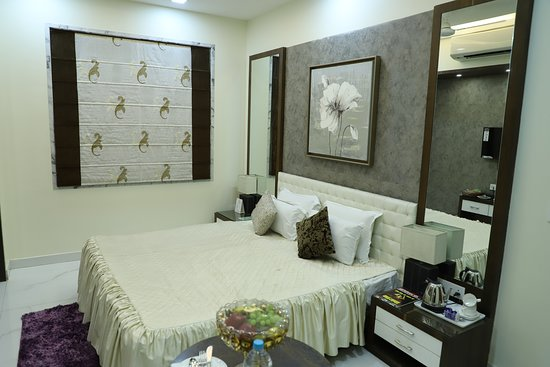 Patna District, India: Republic Hotel is happy to welcome you! , Located in the heart of the city Republic Hotel is considered to be one of the finest budget hotels in Patna. From excellent facilities to the best of comforts the Republic Hotel proves to be one of the ideal hotels in Patna for budget travelers and backpackers. Enjoy the comfort and luxury in Republic Hotel on your Tour to Patna in India. Business tourists can arrange their parties, events, conferences, and seminars in Republic Hotel Patna.