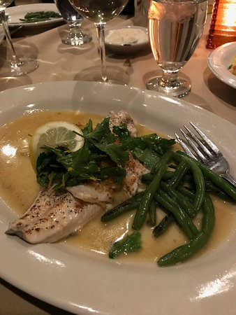 Rotterdam, État de New York : Branzino Special. We added the green beans from the side dish (not shown). Came with salad plus potatoes or pasta.