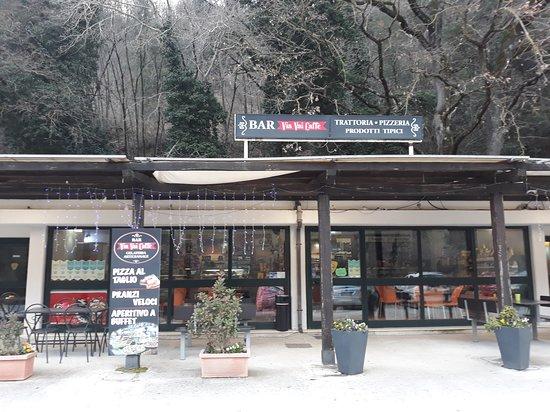 Sant'Anatolia di Narco, Италия: Via Vai caffè