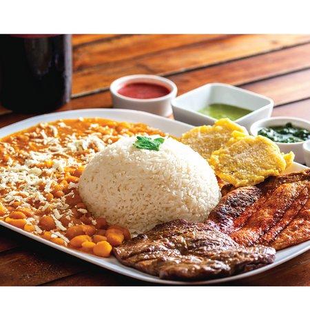 Combo Duo con arroz  y menestra , un clásico Guayaquileño.