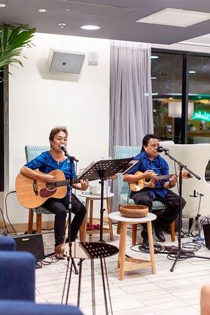 Live music in Vive Hotel Waikiki
