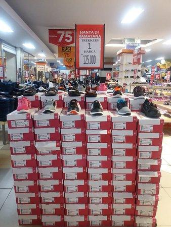 Sepatu TREKKERS Bisa Dibeli Di Ramayana Payakumbuh Info dan Pemesanan 081233733033 #TrendyKerenSekali #KerenHakSegalaBangsa