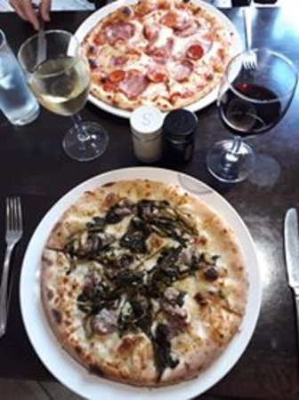 Yummy pizzas, wine too!
