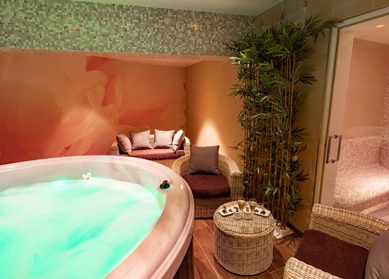 Salle VIP privative du Spa de la Côte Saint Jacques, hôtel 5 étoiles en Bourgogne