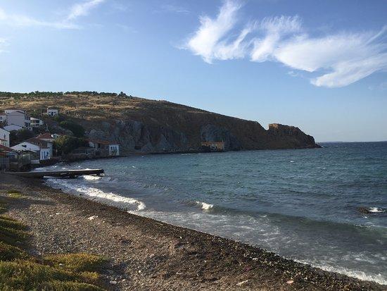 Tenedos Island, تركيا: Bozcaada sahillerinden biri