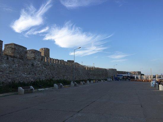 Tenedos Island, تركيا: Bozcaada liman önü