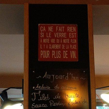 Chatres, Francia: İl faut boire suffisement,la vie est court, n'attendez pas !