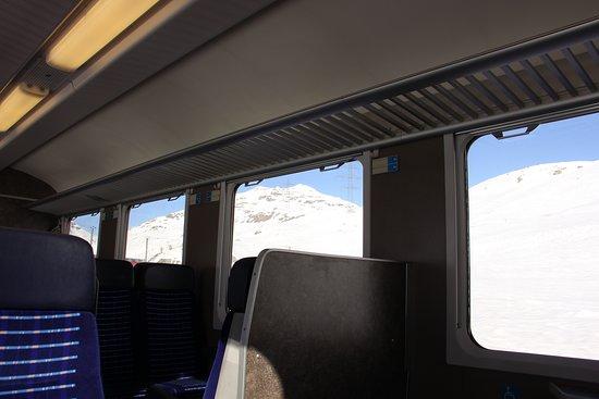 Fantastisk togrejse med Bernina Express fra St Moritz til Tirano: Bernina Express