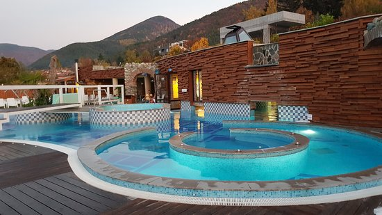 Sapareva Banya, บัลแกเรีย: Outdoor pool in fall