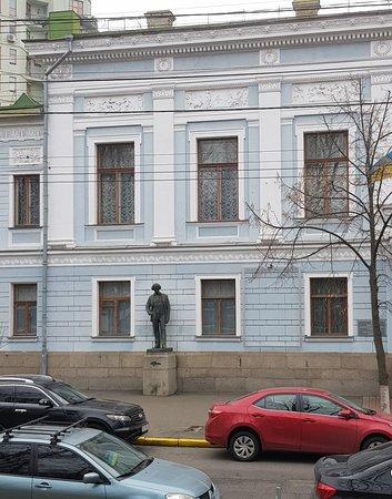 Nice statue's along Tarasa Shevchenko Boulevard