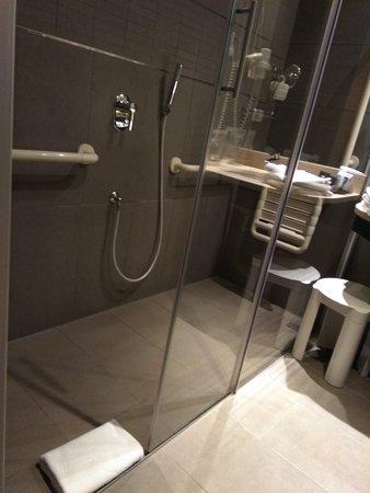 Bagno della camera attrezzata per disabili