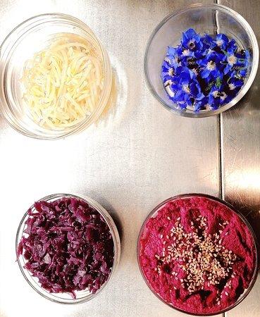 Non solo insalata da @Vegan e Veg troverete Germogli freschi e fiori eduli