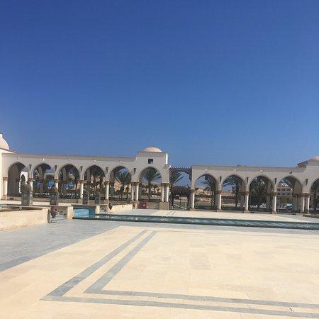 Sahl Hasheesh, Egypten: Красивый, маленкий, гостинечный (закритый) городок который состаит из почти одних гостинец!
