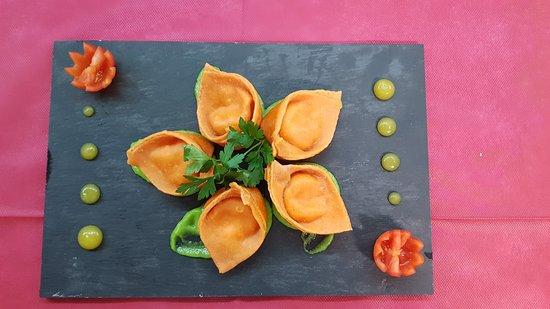 Tortelli Fatti in Casa Ripieni con Pomodoro e Mozzarella