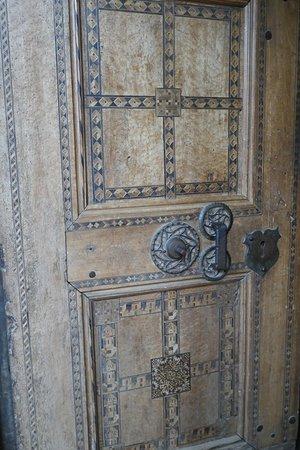 Biertan, la porta con 19 serrature ed un unico meccanismo