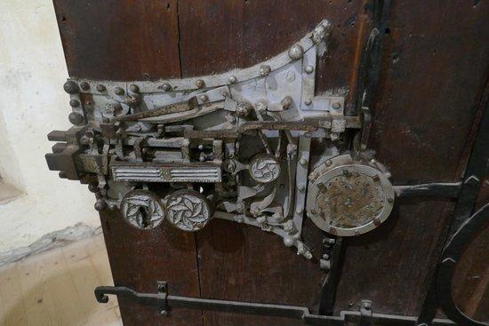 Biertan, la chiusura con 19 serrature ed un unico meccanismo