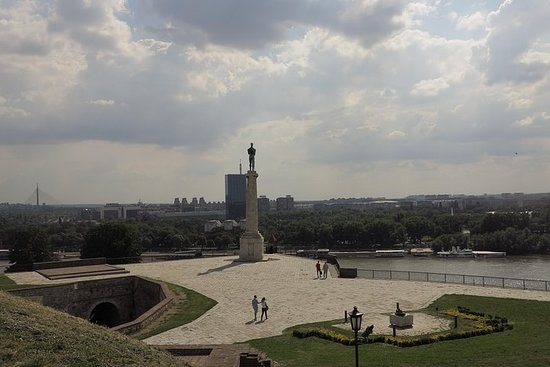 Foto Belgrade Layover Tour: Private City Sighteeing Tour with Round-Trip Airport or Hotel Transport