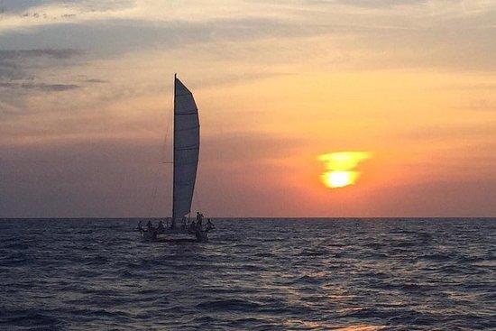 Katamaran-Reise bei Sonnenuntergang...