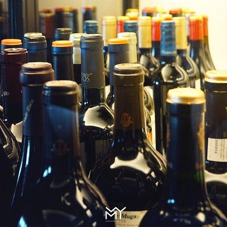 Amplia y variada carta de vinos y espumosos