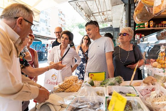 Liten gruppe markedstur og matlagingskurs i Belluno