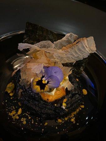 Salmão, mato de wasabi e polenta de choco