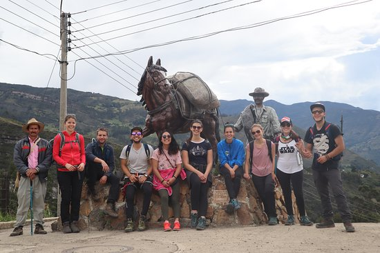 PNN El Cocuy Boyacá - Colombia Después de nuestra caminata de aclimatación, nos reunimos en el pueblo de Güicán en compañía de Don José, quien nos lleva a recorrer sus calles!