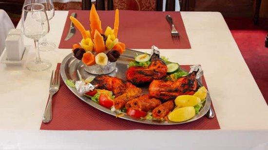 """""""Le Rajwal Bordeaux - Spécialités Indiennes & Pakistanaises. Dans un cadre raffiné, notre restaurant Le Rajwal, situé en plein cœur de Bordeaux, vous propose de partir à la découverte des saveurs orientales. Le cadre est typiquement indien avec ses boiseries, ses jeux de lumières et son mobilier traditionnel. Il s´adapte à chaque palais pour vous offrir des mets aux parfums envoûtants. Notre carte affiche les grands classiques de la gastronomie indo-pakistanaise. Nous vous conseillons vivement l"""