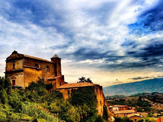 Montalto Uffugo, Italia: Antica chiesa di Nostra Signora del Carmine.
