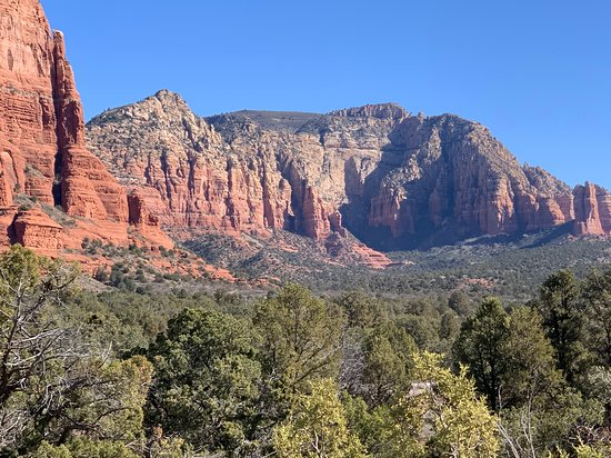 Small Group or Private Sedona Red Rock and Native American Ruins Day Tour: Sedona skyline