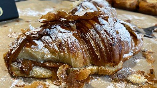 Dulce de :Leche Croissant