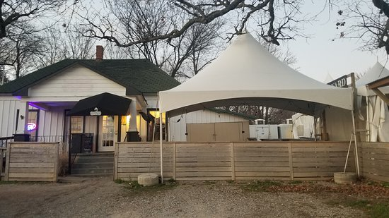 Johnson, AR: Outside View of Wright's Barbecue