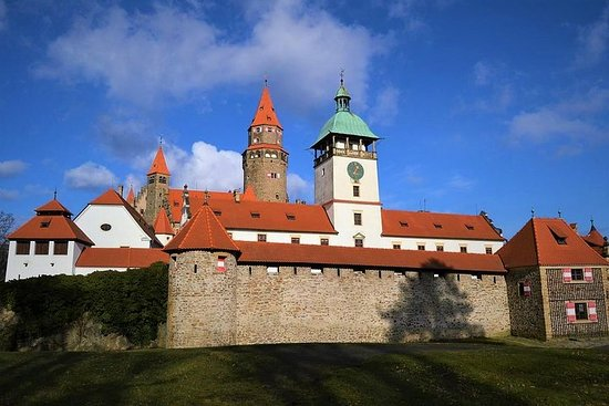 Bouzov Castle and Javoricko Caves Hiking tour from Olomouc