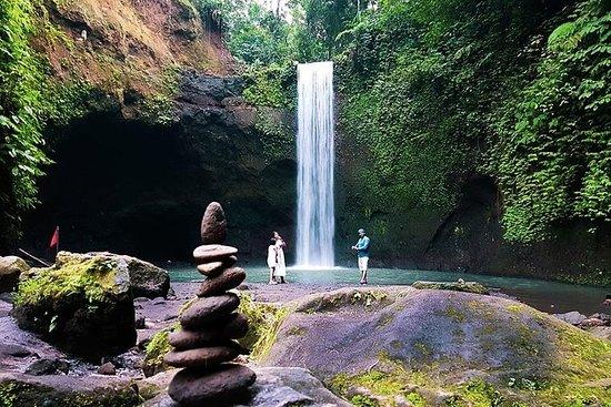 巴厘岛隐藏瀑布和当地夜市