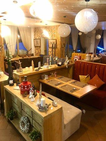 Отличный комплекс: Кальянная-бар, ресторан, караоке и клуб... интерьеры и сервис обслуживания +5, есть детская комната...