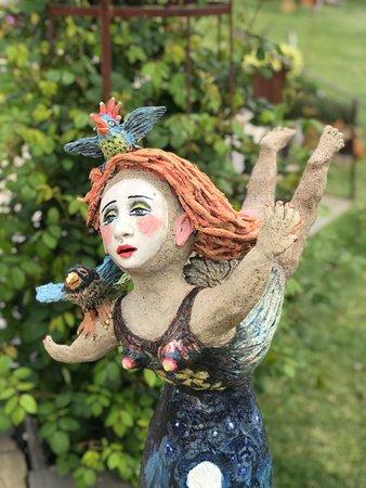 Sutton Grange, Úc: Sculpture by Samantha Varian Ceramic, porcelain
