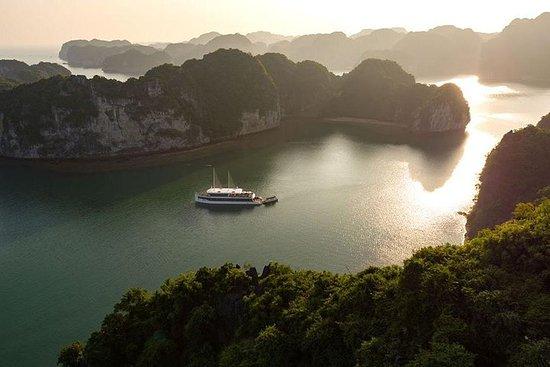 Excursão de luxo na Baía de Halong e...