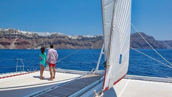Tramonto sulla barca a vela