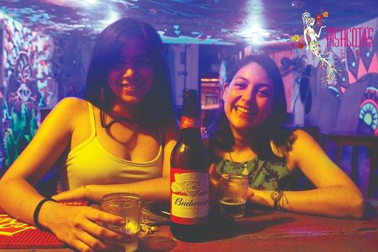La mejor atención en Pishcota's Bar.