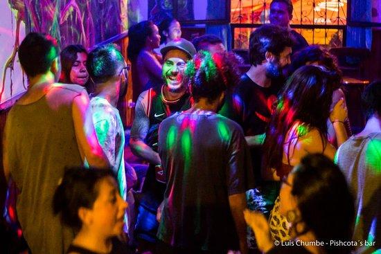 Noches psicodélicas en Pishcota's Bar.