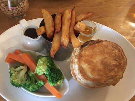 Westow, UK: The BEST steak pie - yummy