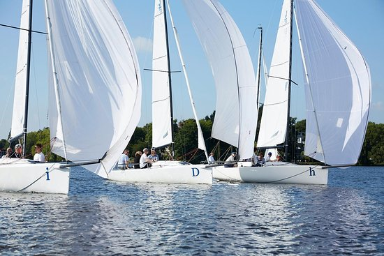 Hamburg Sailing Experience by VelaMente