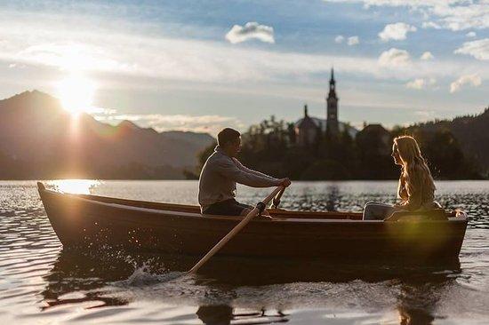 Alugar um barco de madeira...